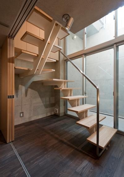 光を通す階段 (MKR [地下2階地上2階の家] 自邸)
