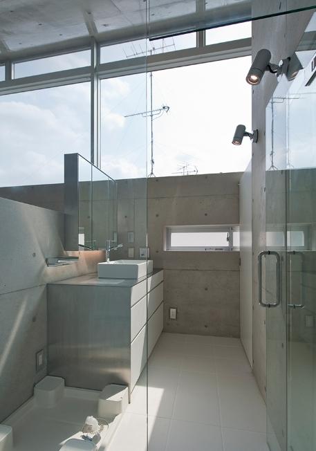 MKR [地下2階地上2階の家] 自邸の部屋 光溢れる洗面スペース