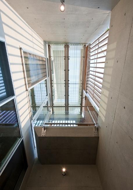 MKR [地下2階地上2階の家] 自邸の部屋 光を取り込む吹き抜け