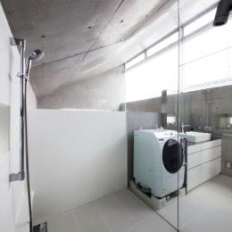 MKR [地下2階地上2階の家] 自邸 (白が美しい水回りスペース)