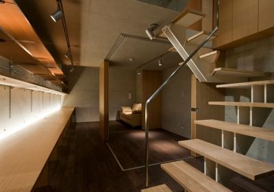 階段側から見る副室 (MKR [地下2階地上2階の家] 自邸)