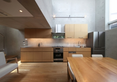 キッチン周り (MKR [地下2階地上2階の家] 自邸)