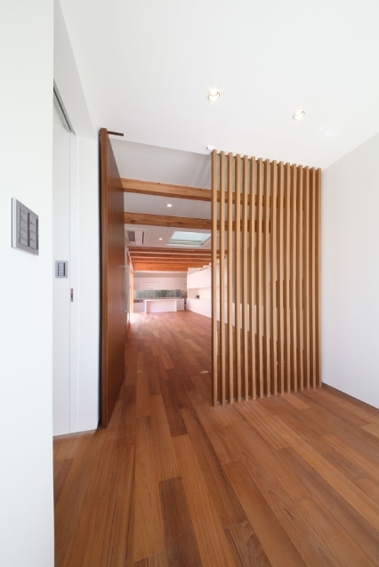 SKR [北側採光の家]の部屋 主室入り口