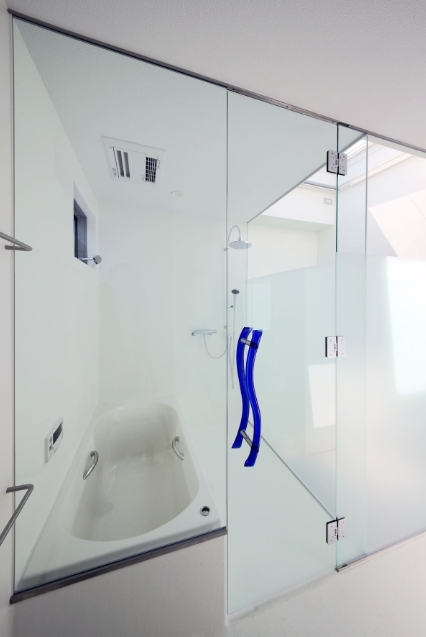 SKR [北側採光の家]の部屋 清潔感のあるバススペース