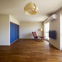 AHM 西区のマンション (ブルーがアクセント リビング)