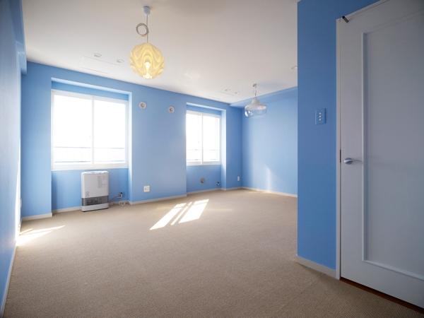 AHM 西区のマンションの部屋 空色のベッドルーム