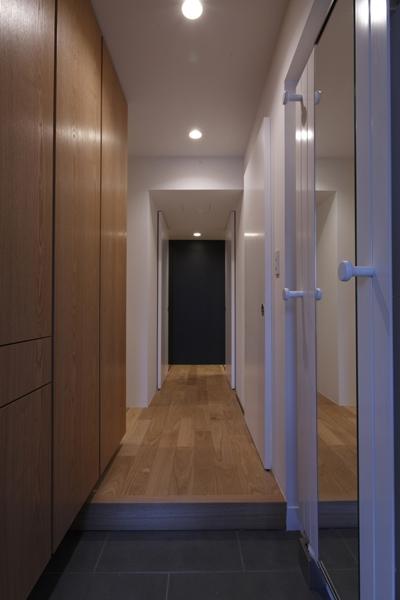 MBU 新しい田の字プランの部屋 玄関ホールから延びる廊下