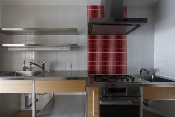 MBU 新しい田の字プランの部屋 タイルがアクセントのキッチン