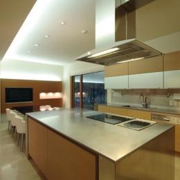 大きな機能的なキッチン (SKK オフを楽しむ家)
