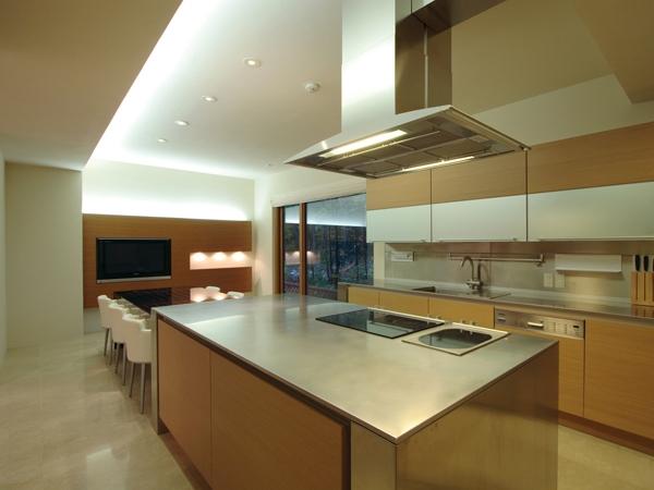 SKK オフを楽しむ家の部屋 大きな機能的なキッチン