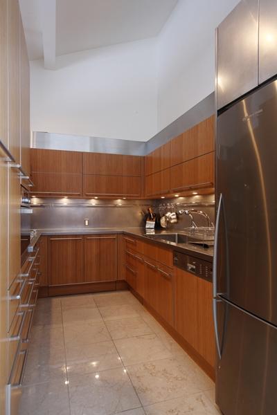 HNK 仲間と楽しむ家の部屋 機能的なキッチン