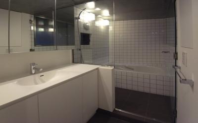 浴室 (ナチュラルスプリットll)