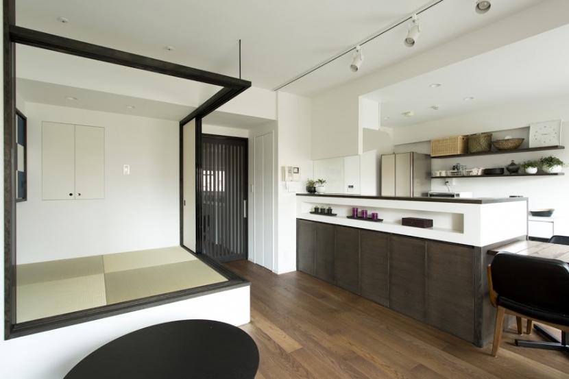 J邸・和モダンスタイル 光と風が通る心地よい住まいの部屋 LDK-畳スペースopen1