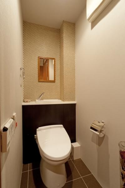 トイレ (北欧に憧れて…天井に板貼りました)