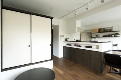 LDK-畳スペースclosed1 (J邸・和モダンスタイル 光と風が通る心地よい住まい)