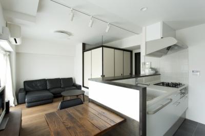 LDK-畳スペースclosed2 (J邸・和モダンスタイル 光と風が通る心地よい住まい)