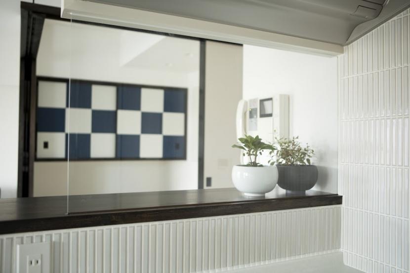 J邸・和モダンスタイル 光と風が通る心地よい住まいの部屋 キッチンからの眺め