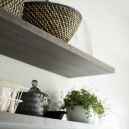 J邸・和モダンスタイル 光と風が通る心地よい住まい (キッチン内の造作棚1)