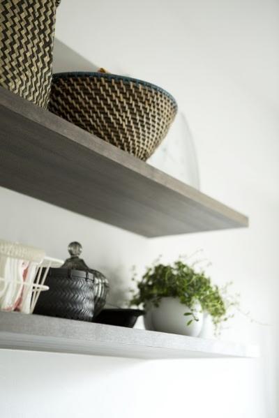 キッチン内の造作棚1 (J邸・和モダンスタイル 光と風が通る心地よい住まい)