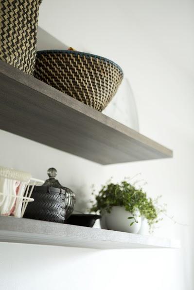 J邸・和モダンスタイル 光と風が通る心地よい住まいの部屋 キッチン内の造作棚1