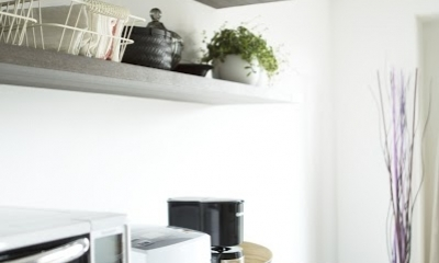 J邸・和モダンスタイル 光と風が通る心地よい住まい (キッチン内の造作棚2)