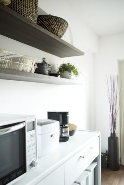 キッチン内の造作棚2 (J邸・和モダンスタイル 光と風が通る心地よい住まい)