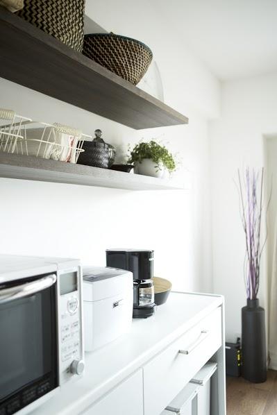 J邸・和モダンスタイル 光と風が通る心地よい住まいの部屋 キッチン内の造作棚2
