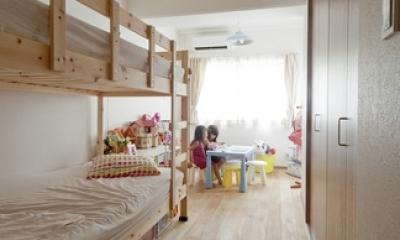 子供部屋|無垢フローリングって足ざわりが気持ち良い。モルタル仕上げのヴィンテージマンション リノベーション