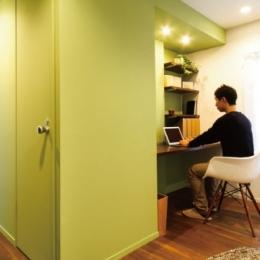 グリーンカラーがお気に入り。団地タイプ間取りを広々とした空間へ-書斎