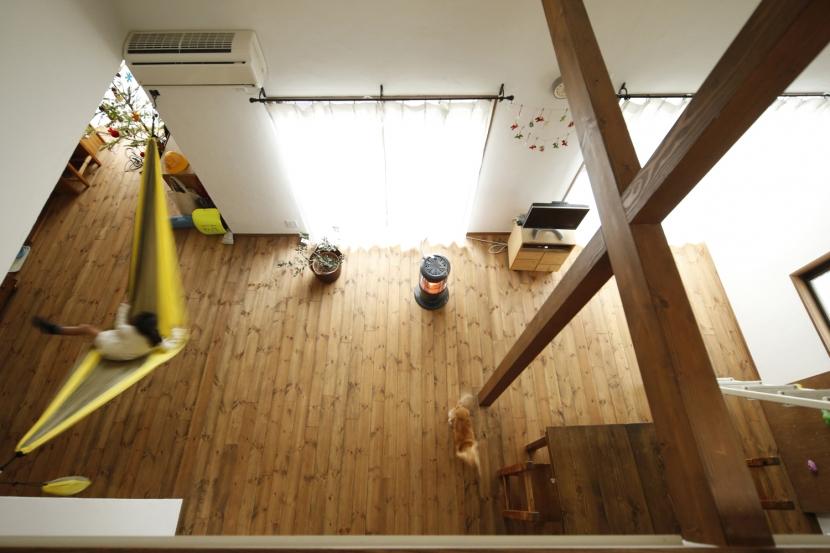 S邸・DIYを楽しむ!の部屋 ロフトから見下ろすリビング