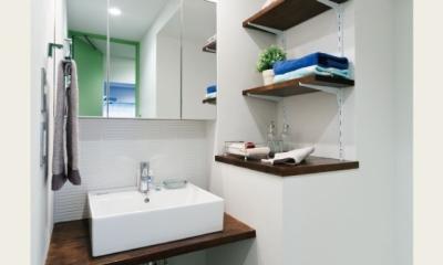 洗面所周辺|グリーンカラーがお気に入り。団地タイプ間取りを広々とした空間へ