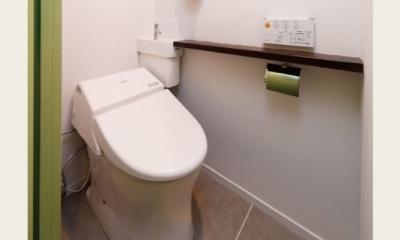 グリーンカラーがお気に入り。団地タイプ間取りを広々とした空間へ (シンプルトイレ)