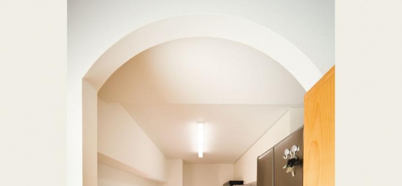 住み心地も、こだわりの家具に合うデザインも大切に考えた住まい。の写真 アーチづくりの入口