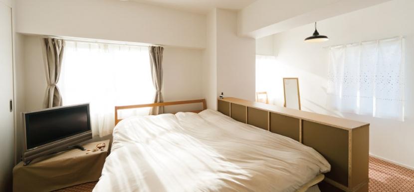住み心地も、こだわりの家具に合うデザインも大切に考えた住まい。の写真 やすらげる寝室