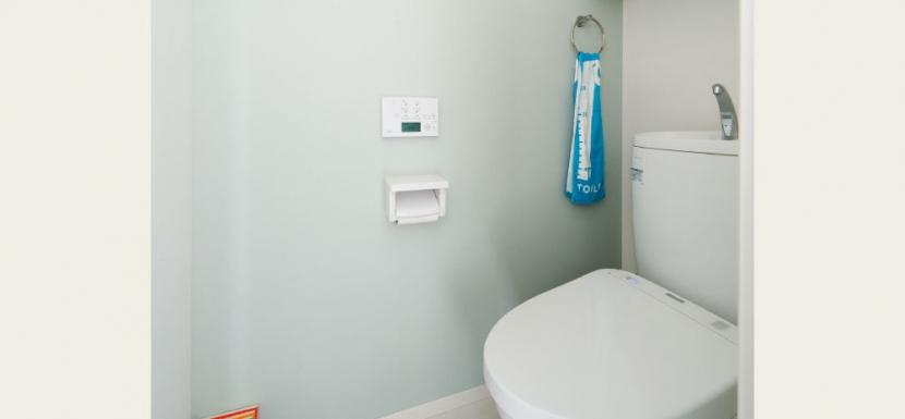 住み心地も、こだわりの家具に合うデザインも大切に考えた住まい。の部屋 トイレ