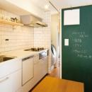 黒板壁のあるキッチン
