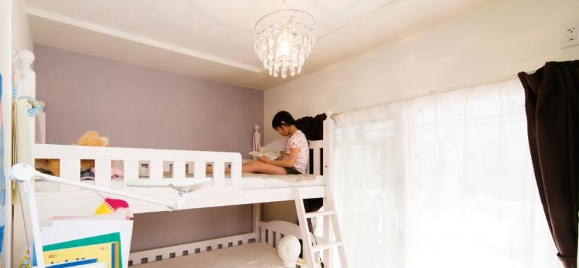 キッチンには黒板塗装の壁を。家族が楽しくつながることを大切に (子供部屋)