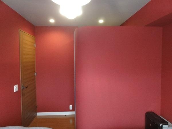赤いベッドルームの部屋 赤いベッドルーム 入口側