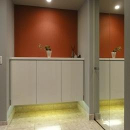 赤いベッドルームの写真 ビタミンカラーな玄関
