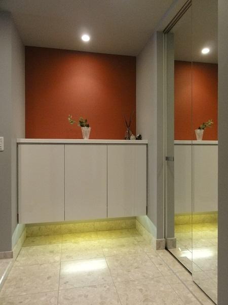 赤いベッドルームの部屋 ビタミンカラーな玄関