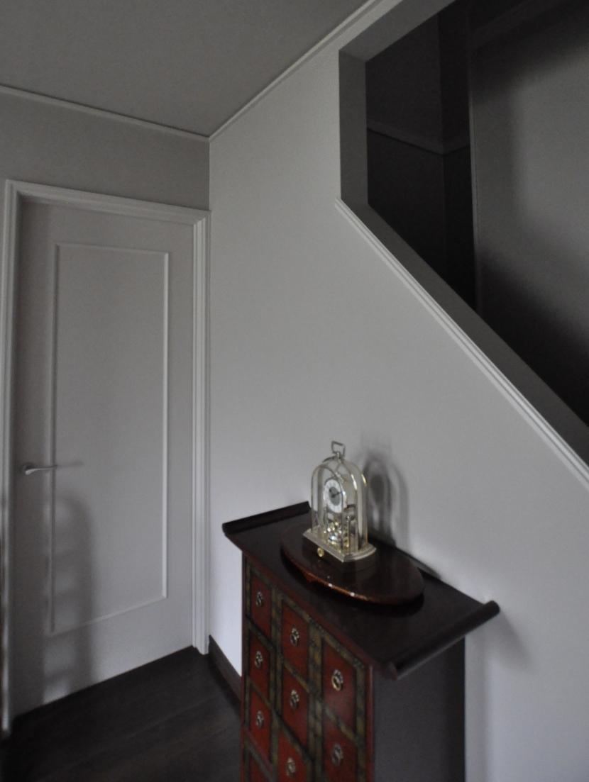 パウダールームのある家の部屋 階段下ホール
