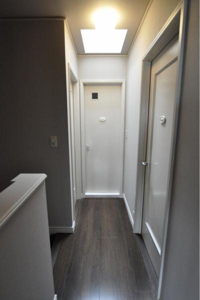 廊下 (パウダールームのある家)