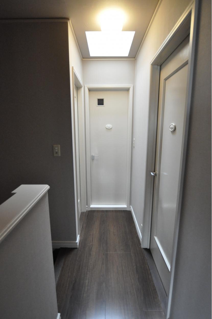 パウダールームのある家の部屋 廊下