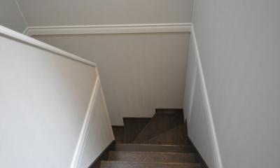 パウダールームのある家 (階段上から)