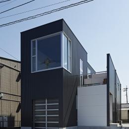外観 (徳力新町の住宅/川を眺む家)