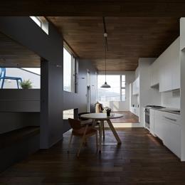 徳力新町の住宅/川を眺む家