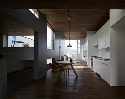 徳力新町の住宅/川を眺む家 (LDK)