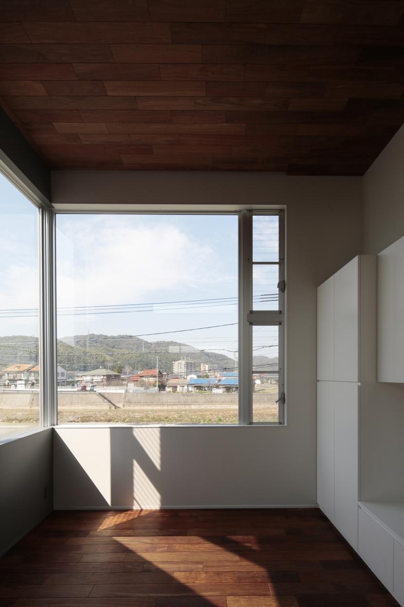 徳力新町の住宅/川を眺む家の写真 LDK