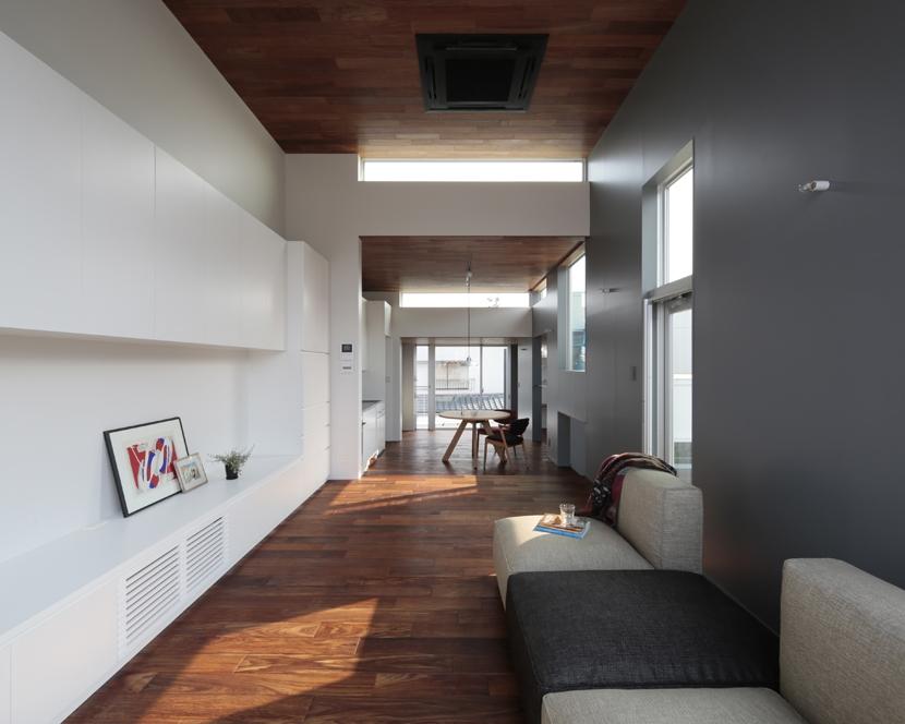 徳力新町の住宅/川を眺む家の部屋 LDK