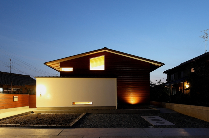 一色白山の家の部屋 外観夜景